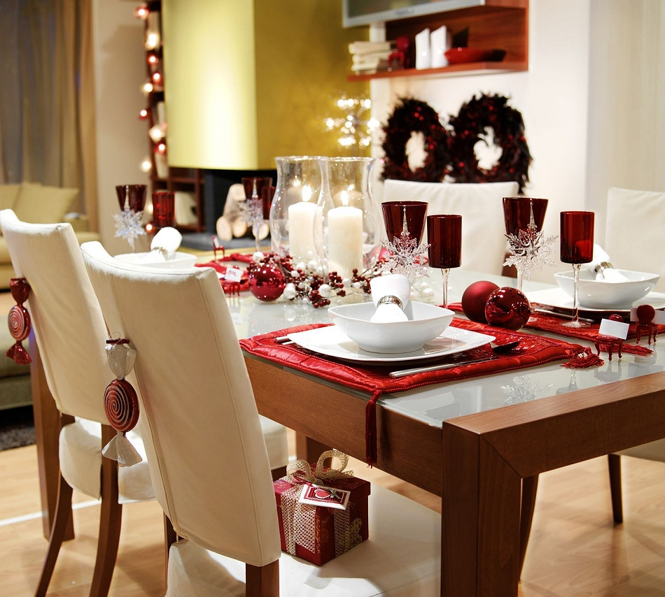 Decorating Christmas Tables