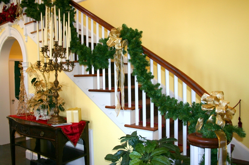 Altogether christmas decorating indoor christmas decorating for Hanging garland on staircase