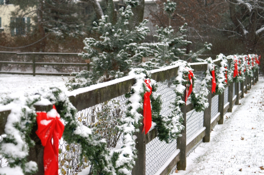 Decorate Wooden Rail For Christmas