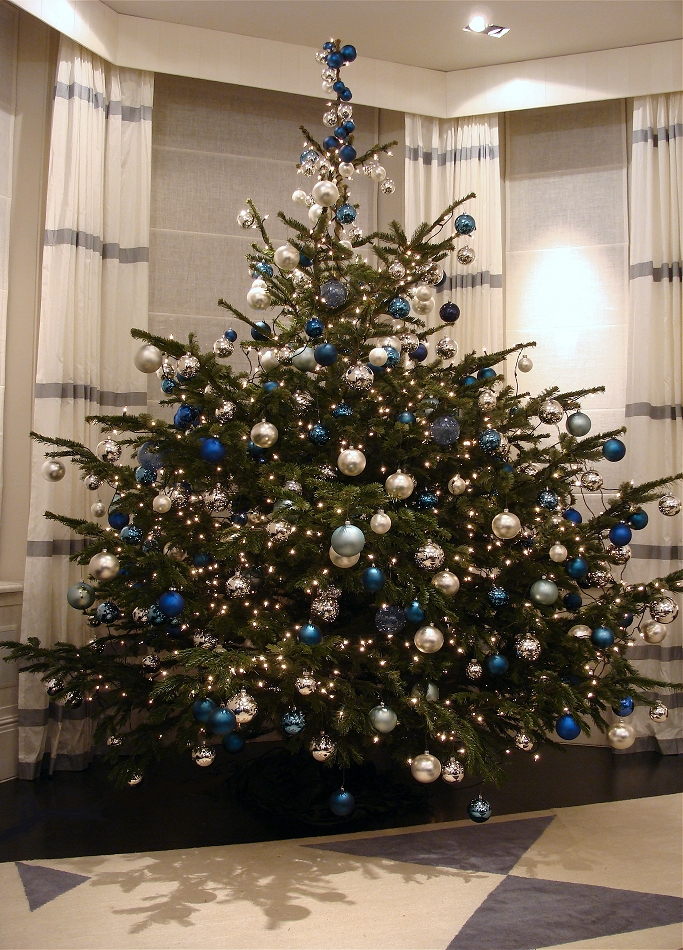 decorating christmas trees blue and silver - Silver And Blue Christmas Tree